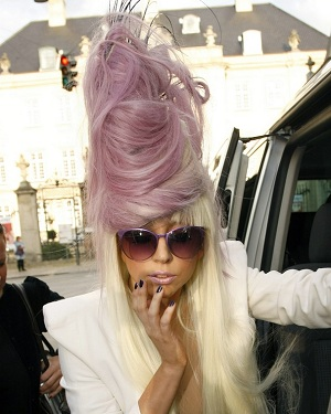 [Image: lady_gaga_purple_beehive_hairstyle.jpg]