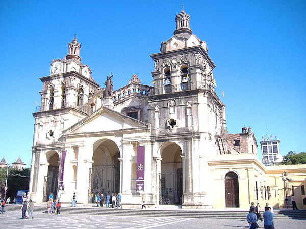 ����� ������ ��������� 17th_century_cathedral_cordoba_argentina_photo_wiki.jpg