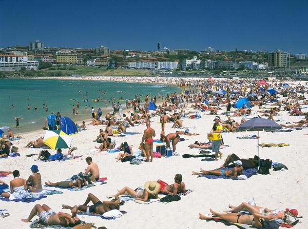 Image hotlink - 'http://www.theodora.com/wfb/photos/australia/bondi_beach_sydney_australia_photo_brett_parkes.jpg'