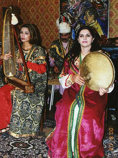 Azeri kızları bir eğlencede