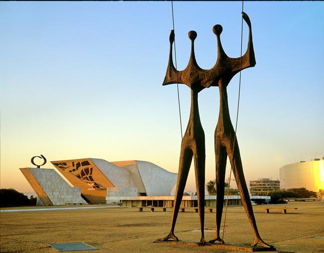 http://www.theodora.com/wfb/photos/brazil/dois_candangos_monument_brasilia_brazil_photo_gov_tourist_ministry.jpg