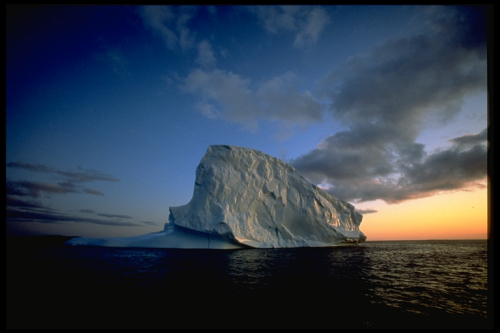 Icebergs in midnight sun  dans image belle icebergs_in_midnight_sun_greenland_photo_manfred_horender_greenland_tourism