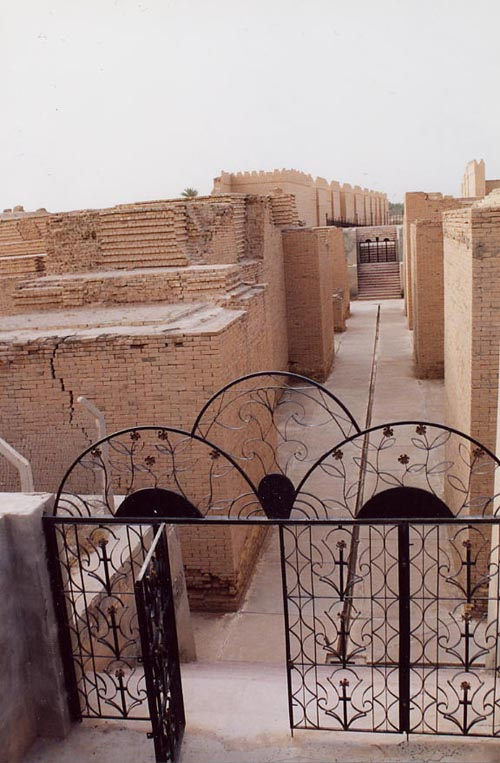 http://www.theodora.com/wfb/photos/iraq/through_ishtar_gate_babylon_iraq_photo_ezida-com.jpg
