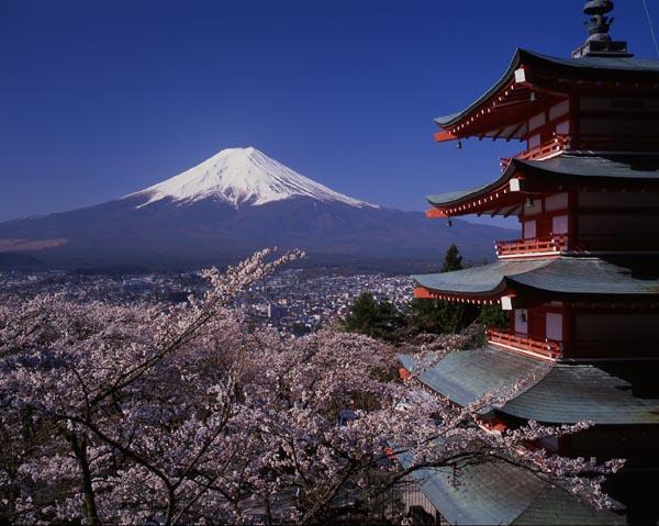 http://www.theodora.com/wfb/photos/japan/mount_chureito_peace_pagoda_sengen_park_yamanashi_pref_japan_photo_jnto.jpg