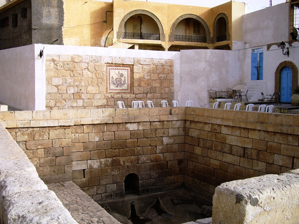 Roman bath in gafsa tunisia photo for Piscine romaine